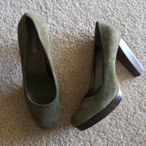 Banana Republic Green Suede Heels sz 9.5